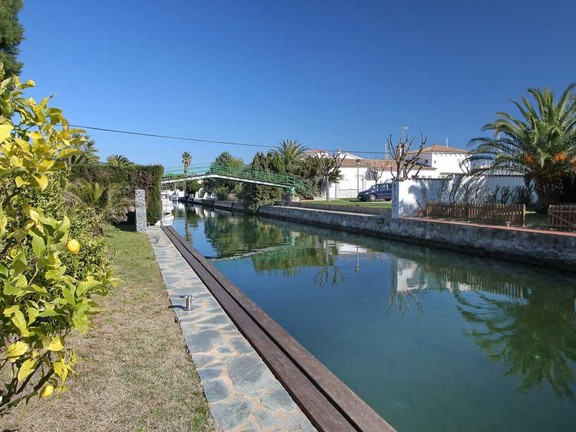 House in Empuriabrava Kanal