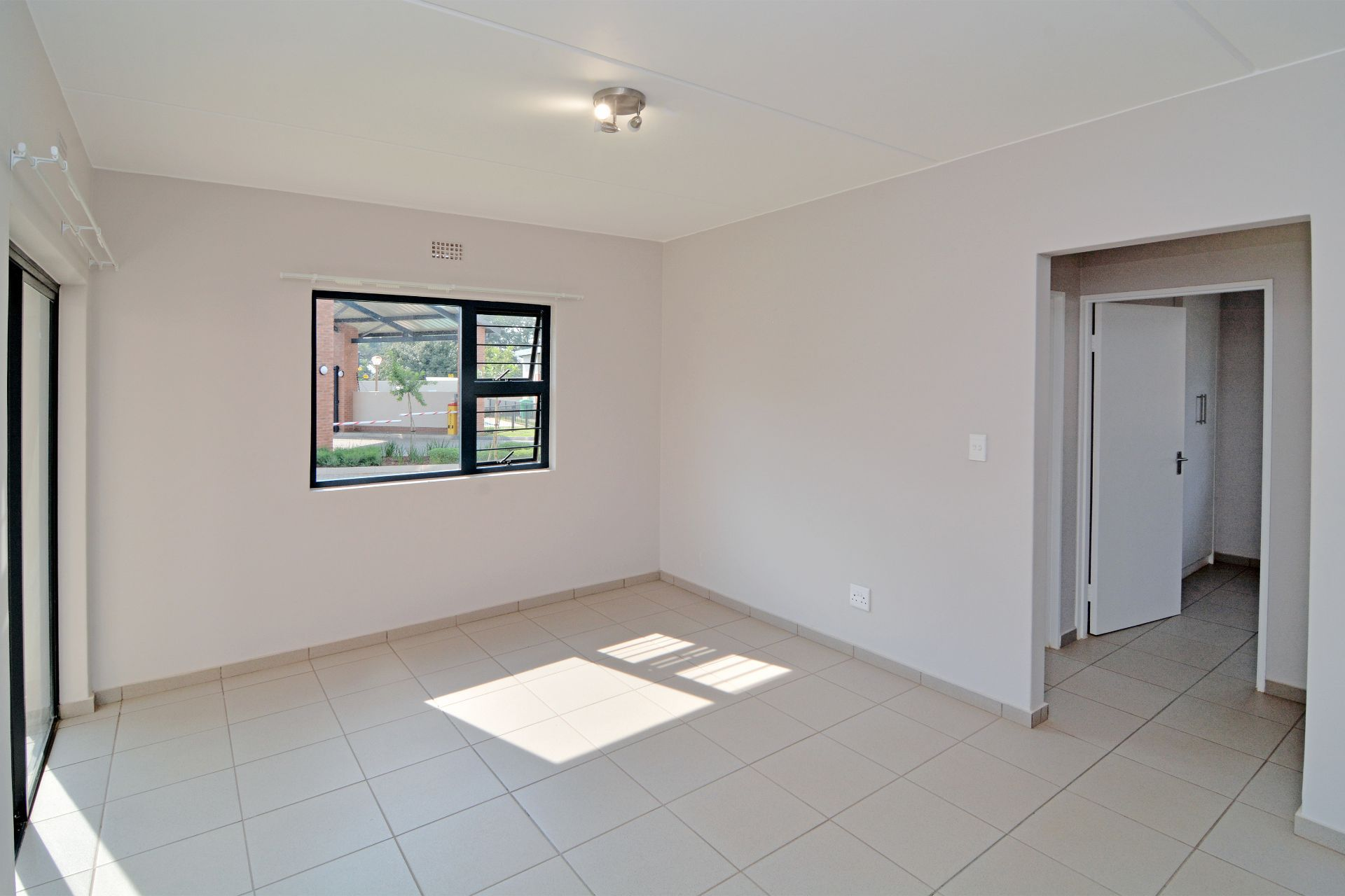 Apartment in Ravenswood - candelwood cres-1.jpg