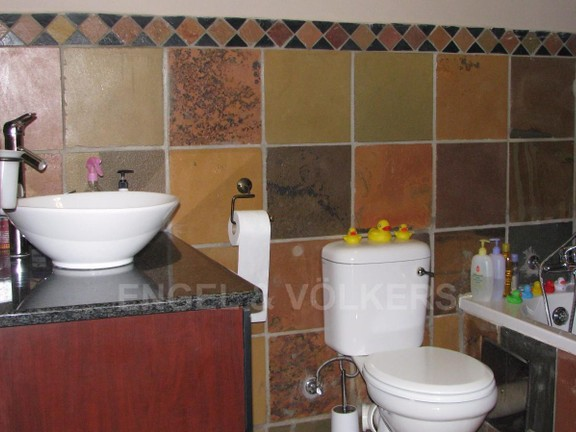 Apartment in Melodie - Basin, bath and toilet
