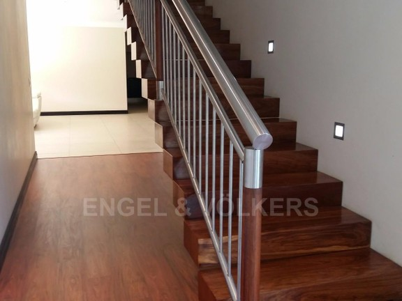 House in Birdwood Estate - Foating_wooden_stairs.jpg