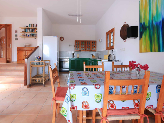 House in Cala Tarida - Kitchen with dining area