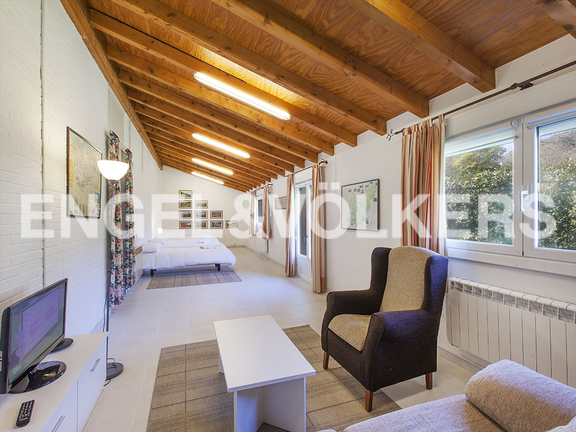 House in Jaizubia - Great bedroom with several beds and a lounge area