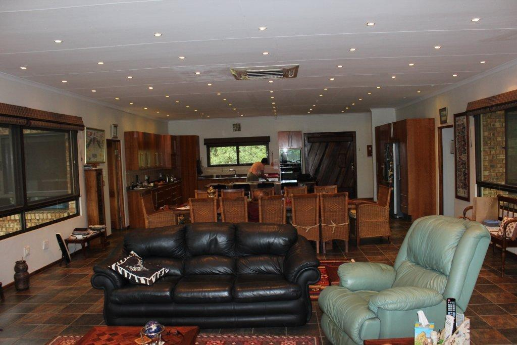 Land in Parys - LOUNGE_DINING_AND_OPEN_PLAN_KITCHEN.jpg