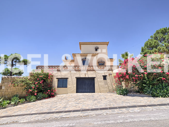 House in Estepona City