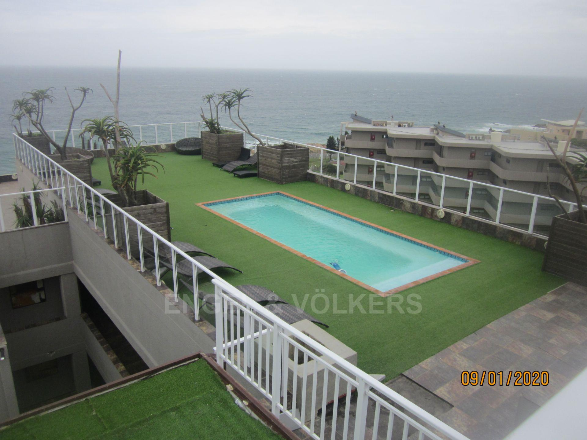 Apartment in Margate - 020 Pool from jacuzzi.JPG