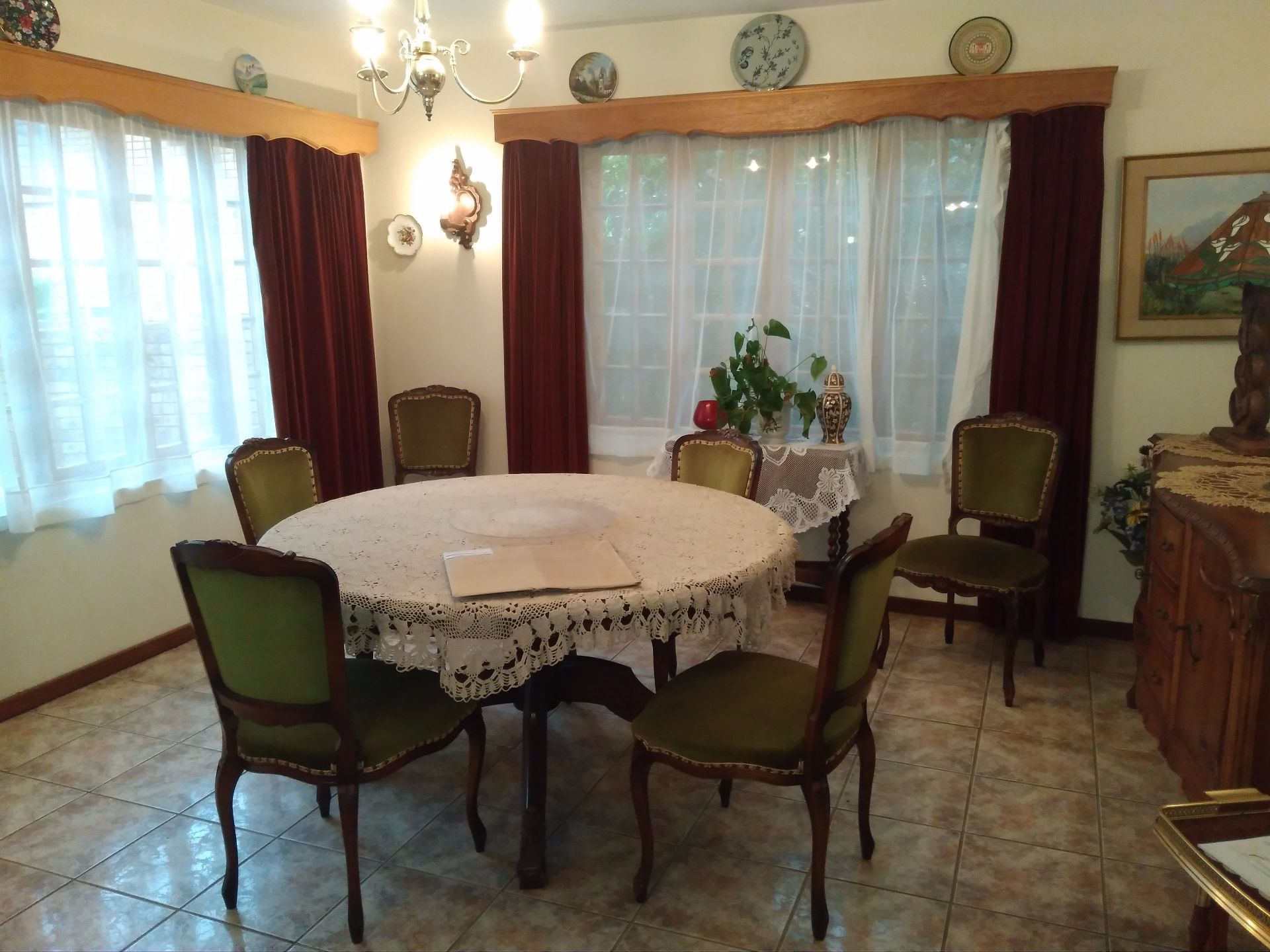 House in Schoemansville - dining area