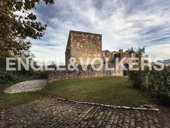 House in Hondarribia Norte - The whole fort is surrounded with gardens, besides a zone of parking.