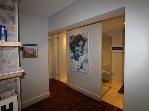 Condominium in Sea Point - Guest Bathroom