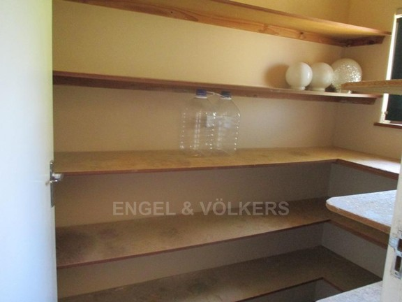House in Uvongo - 003_Scullery.JPG