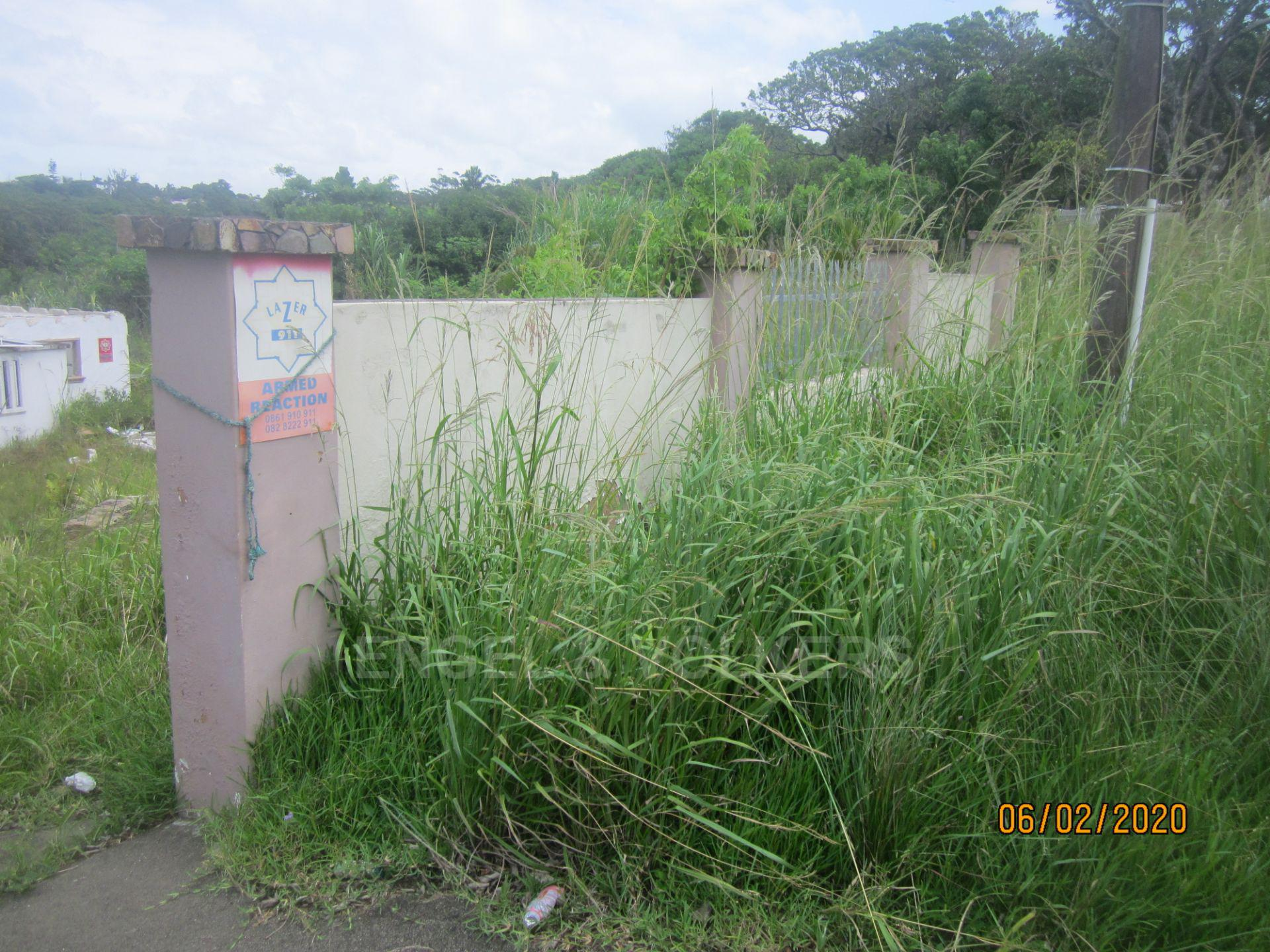 Land in Uvongo - 003 Gateway and wall.JPG