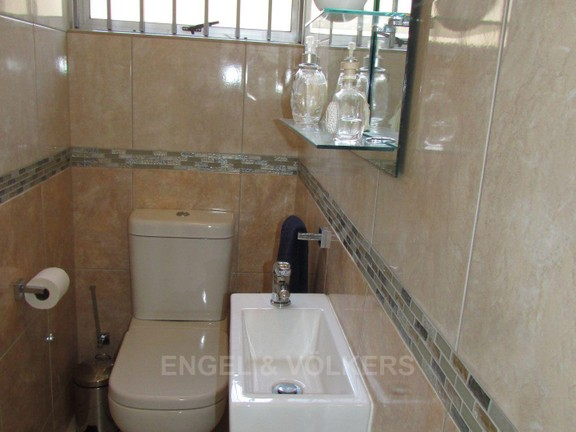House in Uvongo - 022 Guest Toilet.JPG