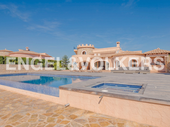 House in Cumbre del Sol - High Quality First Line Luxury Villa in Cumbre del Sol, Villa