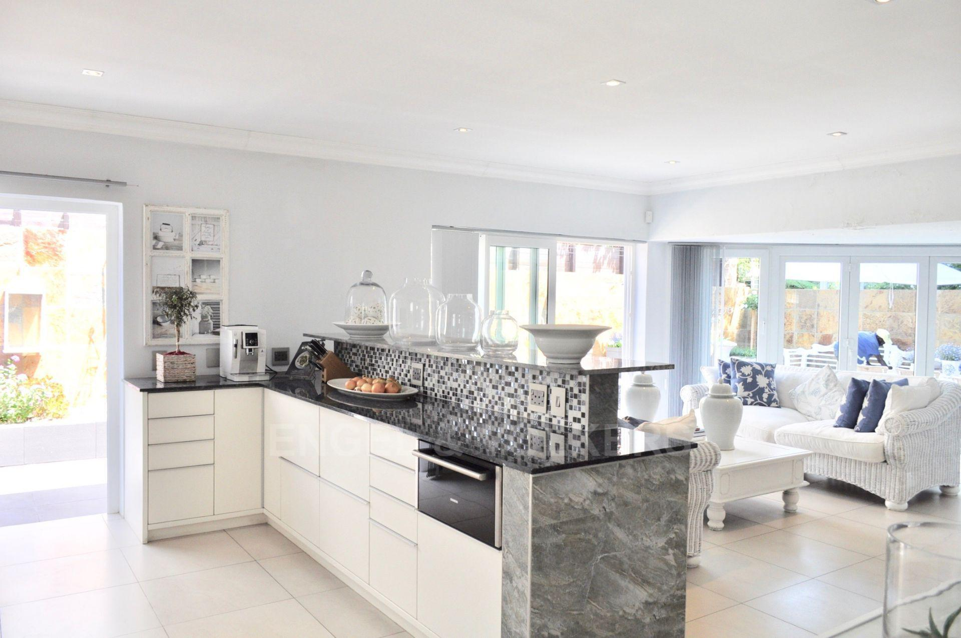 House in Upper Claremont - Kitchen/Lounge one