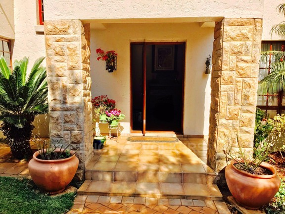 House in Melodie - Front door entrance.jpg