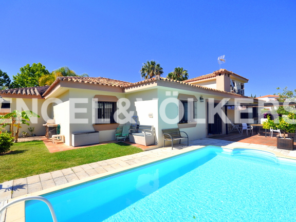 House in Golden Mile - Villa for sale in Rio Verde Alto, Marbella