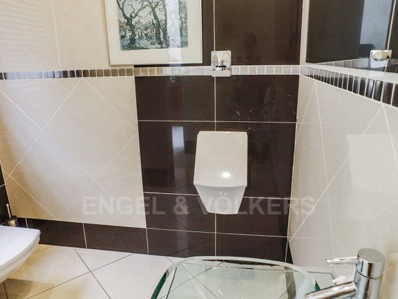 House in Waterkloof Park - Guest toilet