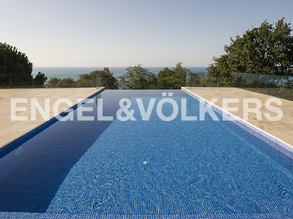 House in Igueldo - The infinity-pool with sea views