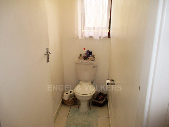 House in Port Shepstone - Guest Loo.JPG