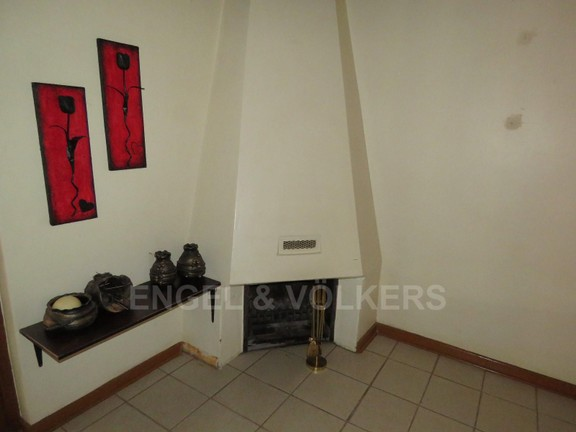 House in Schoemansville - Fireplace