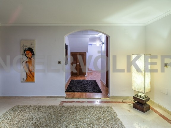 House in Marbella-Nueva Andalucía - Lower Level Entrance To Bedrooms