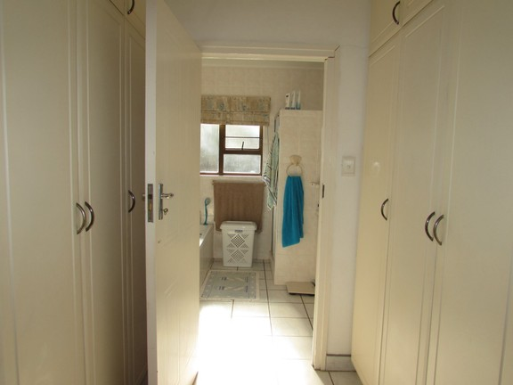 Apartment in Uvongo - Pasage.JPG