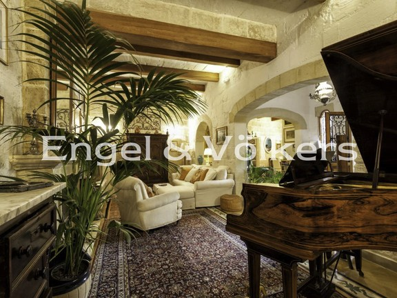 House of character, Mosta, Open Plan