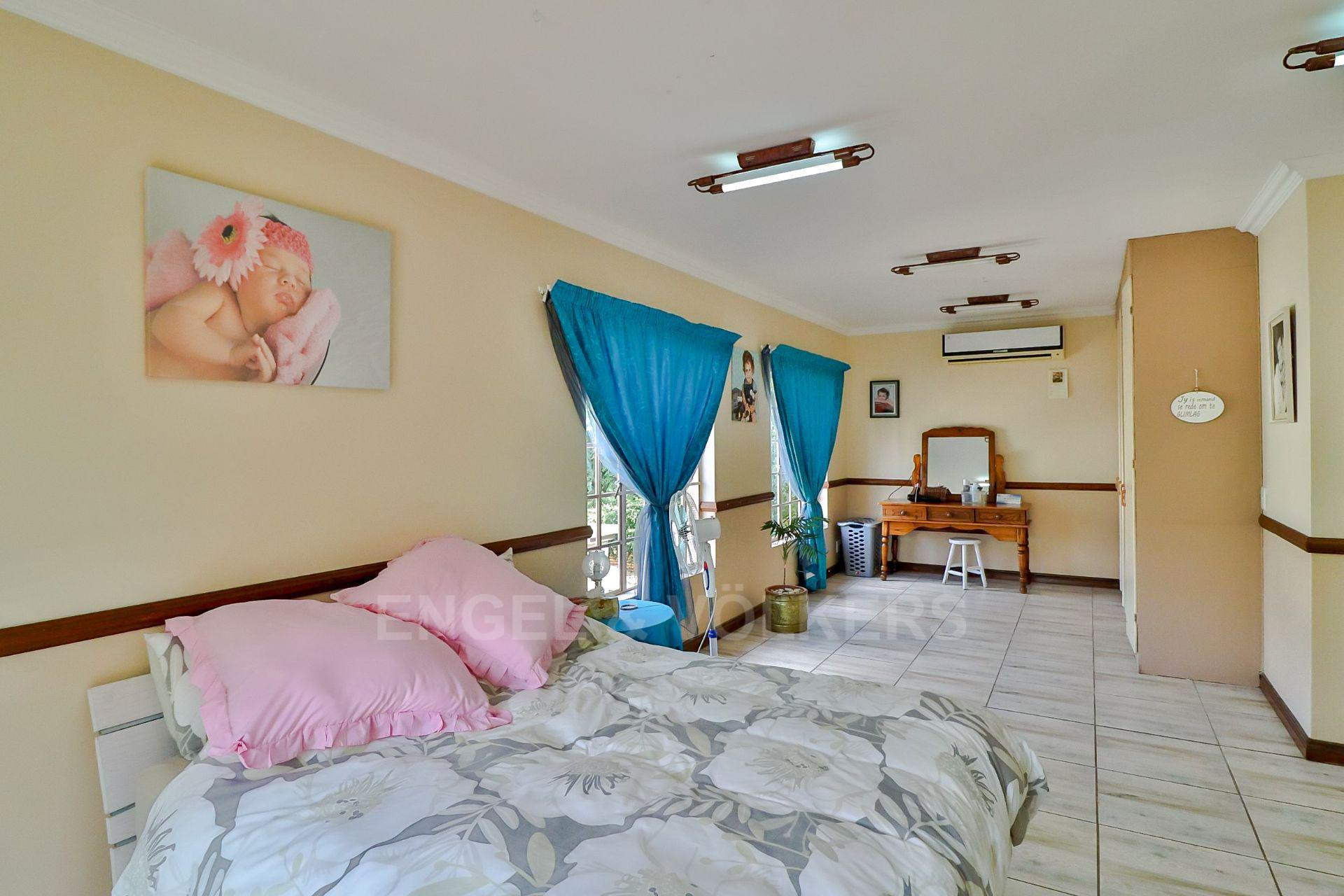 House in Ifafi - Flatlet spacious bedroom