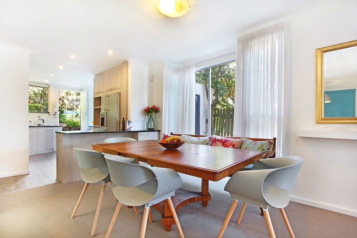 House in Camps Bay - 35.DS DINING AND KITCHEN.jpg