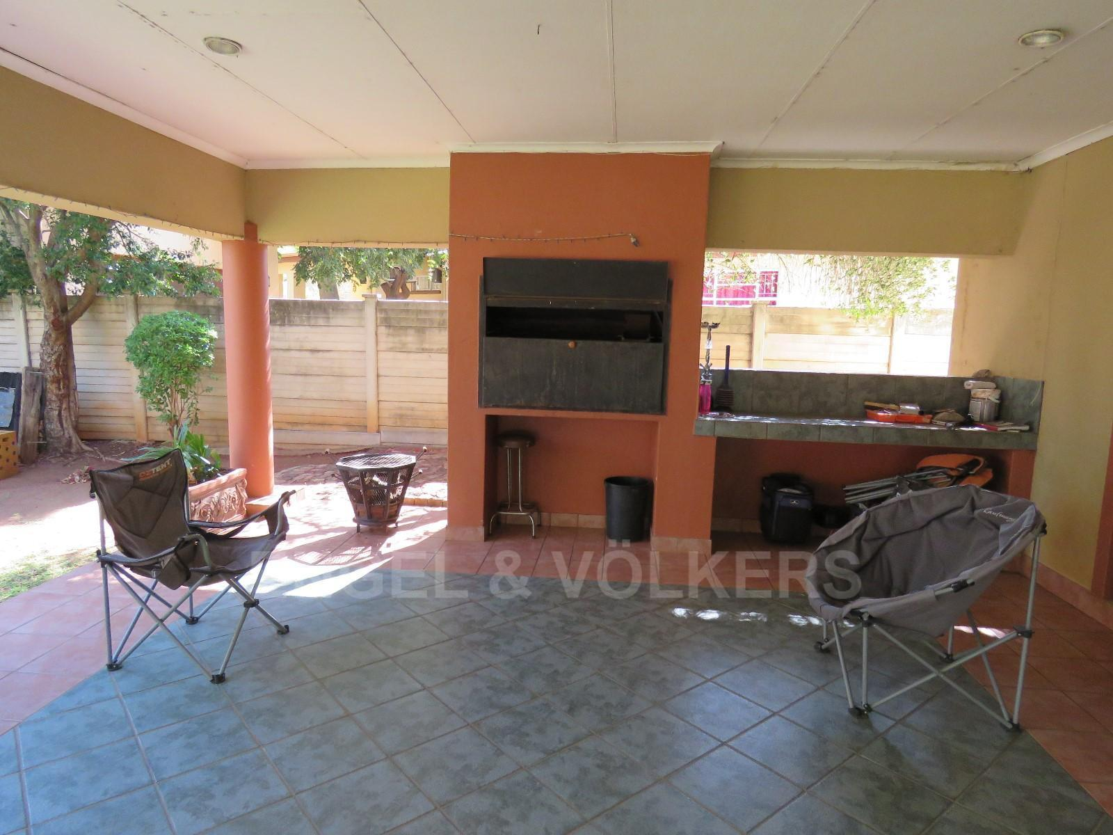 House in Schoemansville - Undercover patio with built-in braai