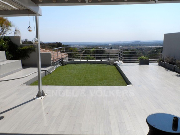 House in Waterkloof Ridge - TOP TERRACE BY THE MASTER SUITE