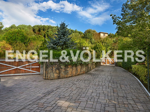 House in Ulía - Access across paved ways