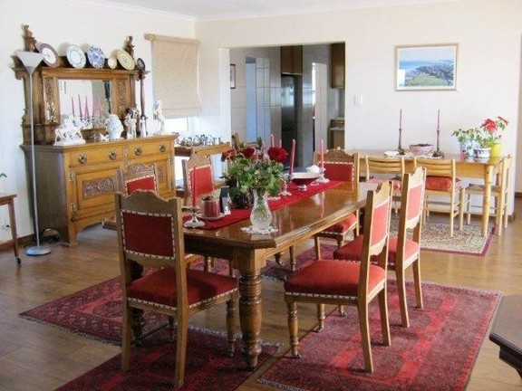 House in Village - Dining Area