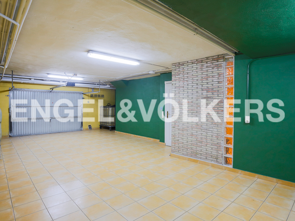 House in Port Saplaya - Garage with private entry