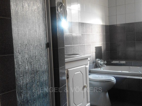 Condominium in President Park - Bathroom