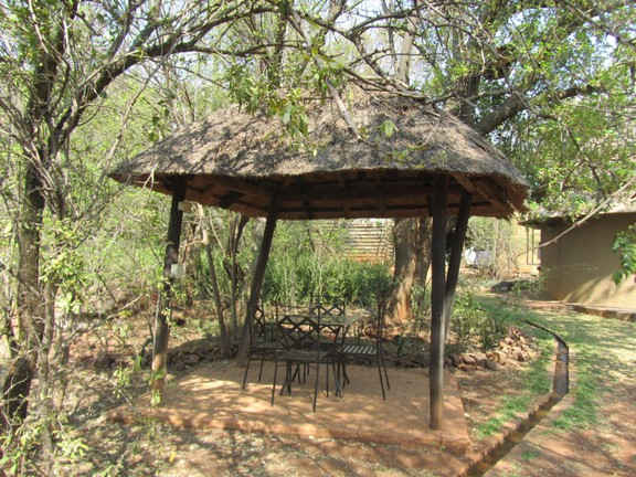 House in Hartbeespoort Dam Area - Pretty seating