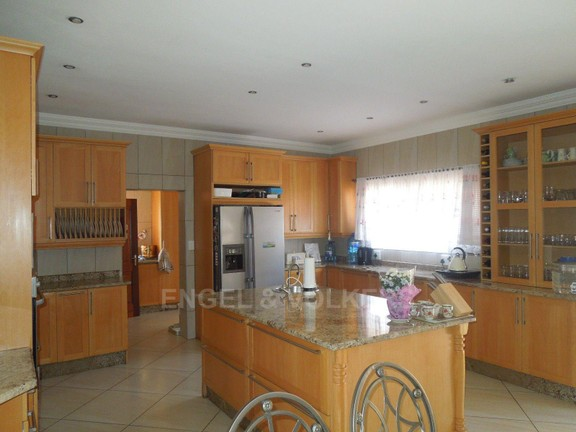 House in Ruimsig - Exquisite open plan kitchen