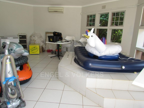 House in Ramsgate - 007 - Jacuzzi area.JPG