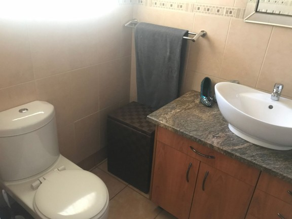 House in Central - Bathroom1.JPG