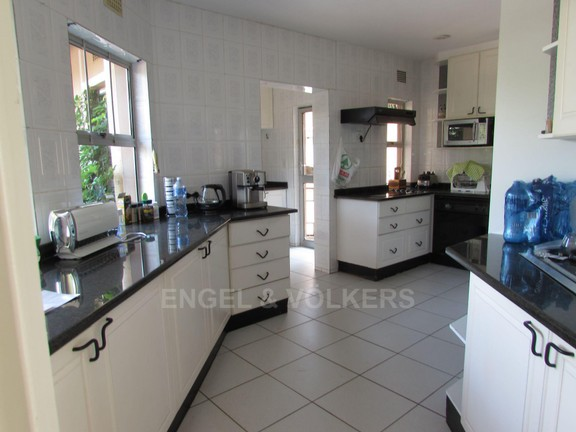 House in Ramsgate - 002 - Kitchen.JPG