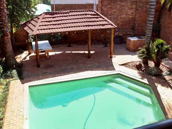 House in Waterkloof Heights - Pool area with gazebo