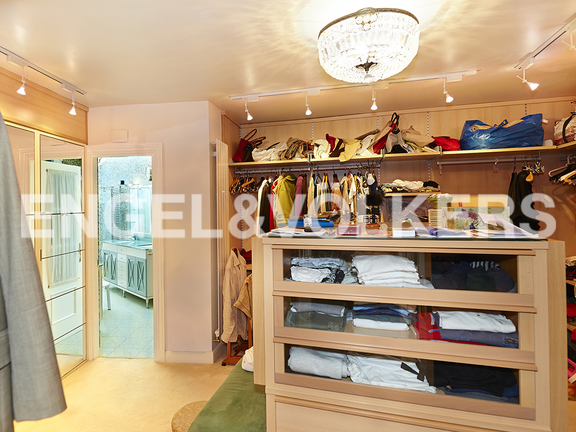 House in Ulía - Dressing room with closets and great drawer