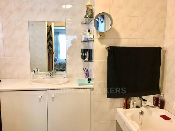 Apartment in Mount Kos - Main bathroom