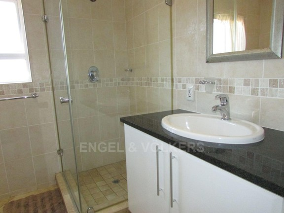 Apartment in Uvongo - 006 mes.JPG