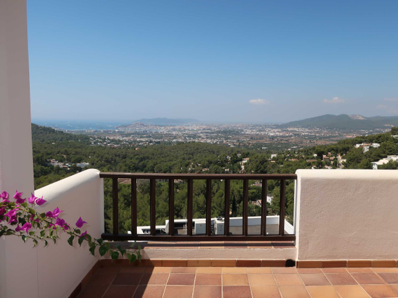 Villa with stunning views and renovation project in Can Furnet