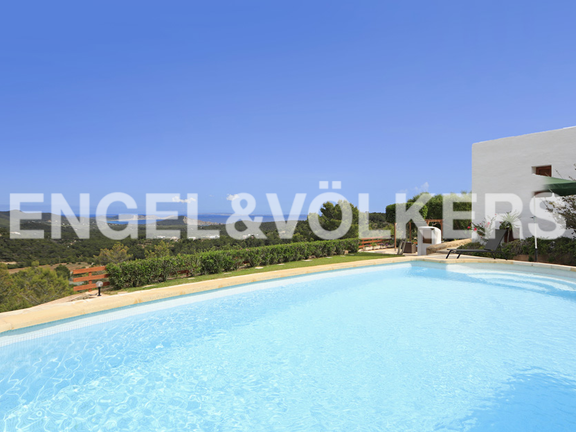 Renovated Finca with rental license in Es Cubells