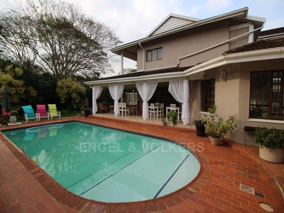 House in Uvongo - 019_Pool_and_undercover_patio.JPG