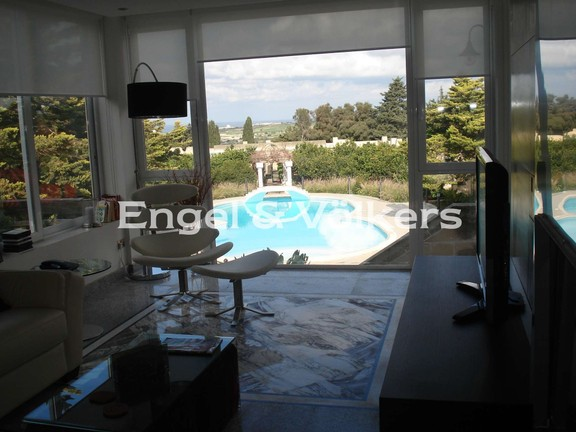 Villa, Mosta, Kitchen/Dining/Living with pool view