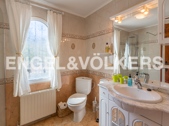 House in Pedreguer - Bathroom in upper living area.