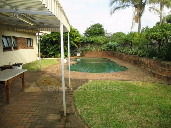 House in Port Shepstone - Pool entrance to property.JPG