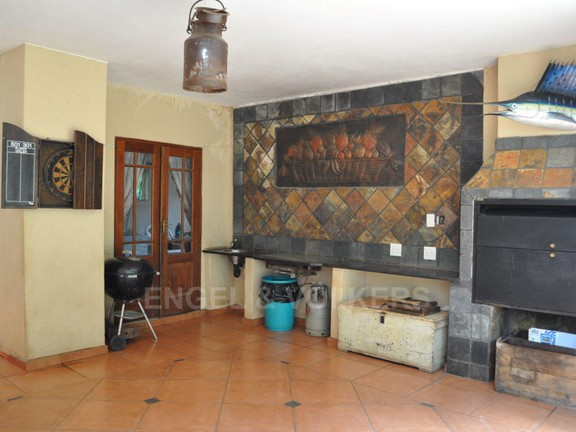 House in Doringkloof - Patio with gas plate.JPG